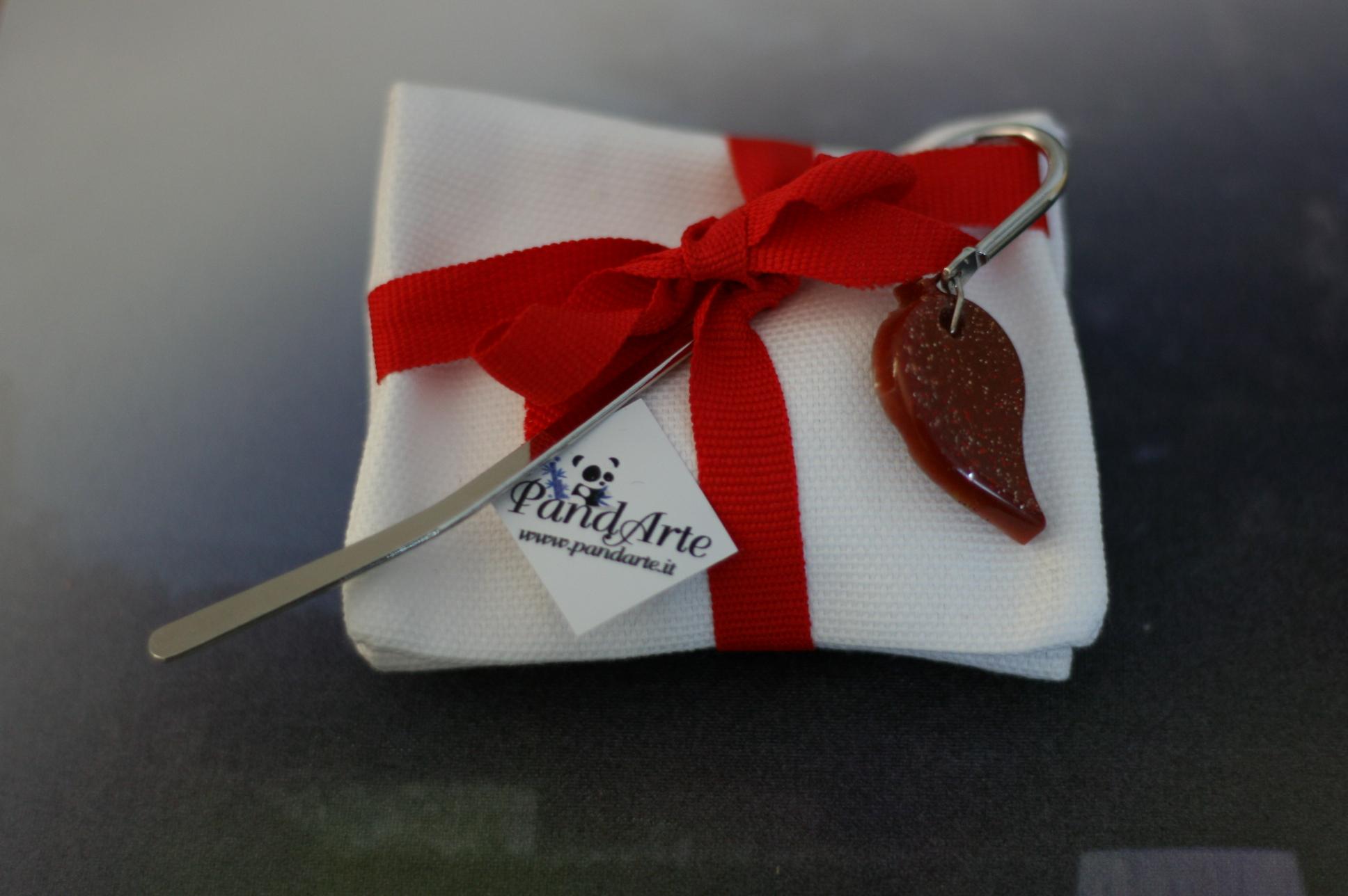 Bomboniera con segnalibro rosso in resina