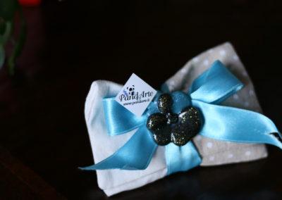 Bomboniera pochette con fiore blu in resina