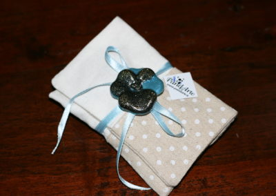 Bomboniera con fiore blu in resina