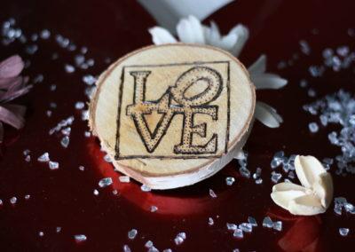 """Corteccia pirografata """"LOVE"""" fronte"""