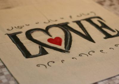 """Borsa """"LOVE"""" dipinta a mano"""