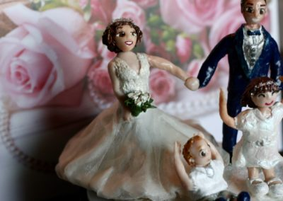 Sposi e figli in pasta modellabile